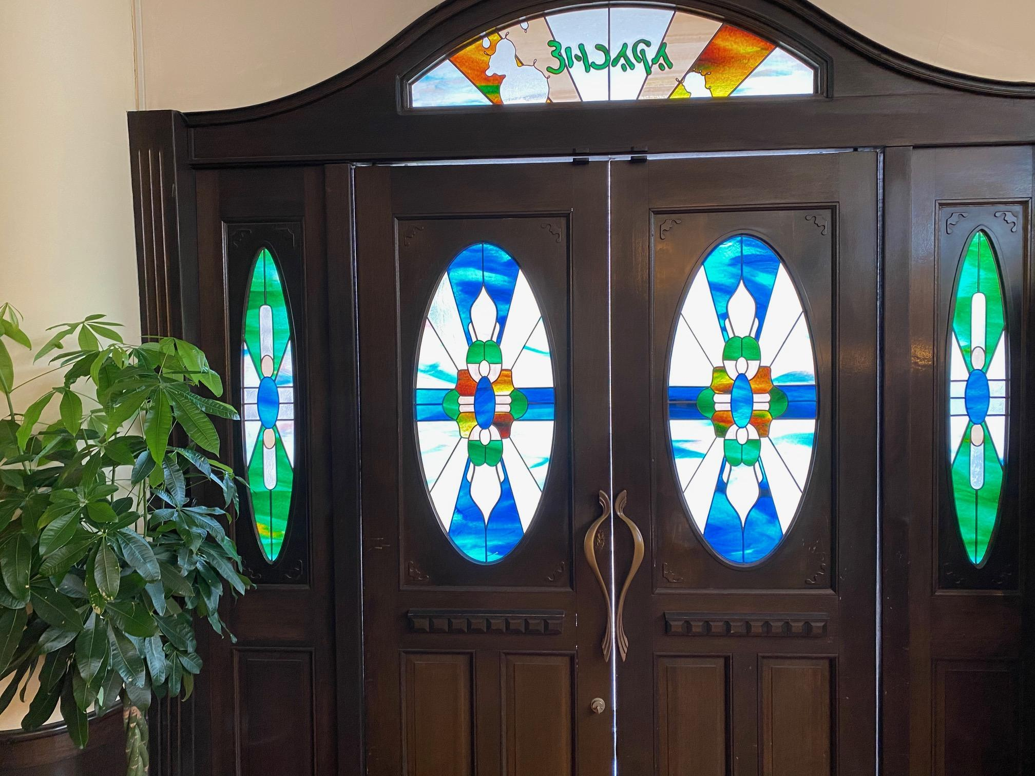 ステンドグラスのある玄関