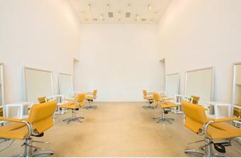 KEYMAN / フロア , 白を基調とした店内、5メートルもの天井は開放感が溢れる