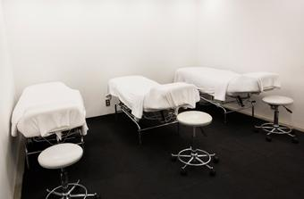 KEYMAN / eye room 無駄なく清潔感を重視した空間