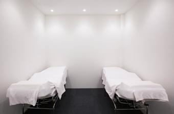 COIN / eye room , 無駄なく清潔感を重視した空間