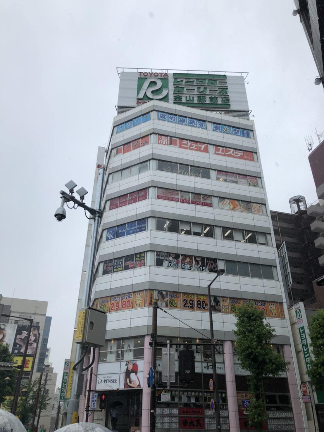 サロンがはいっているビルの外観です。6階、7階が会社のネイルサロンになります。