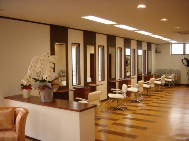 Orangeフロア セット面は広々とした空間がお客様に大好評!
