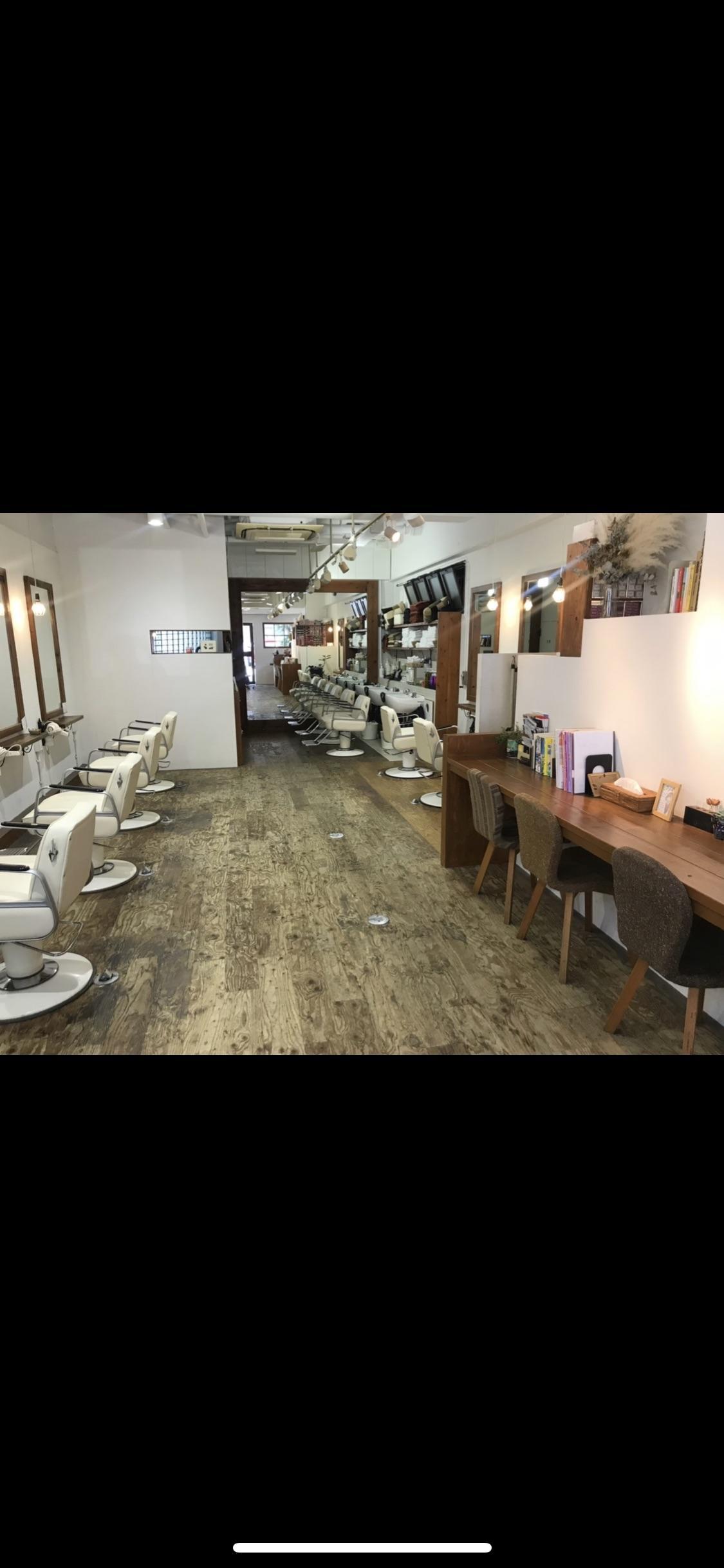 店内は一見カフェのような可愛いつくりです。
