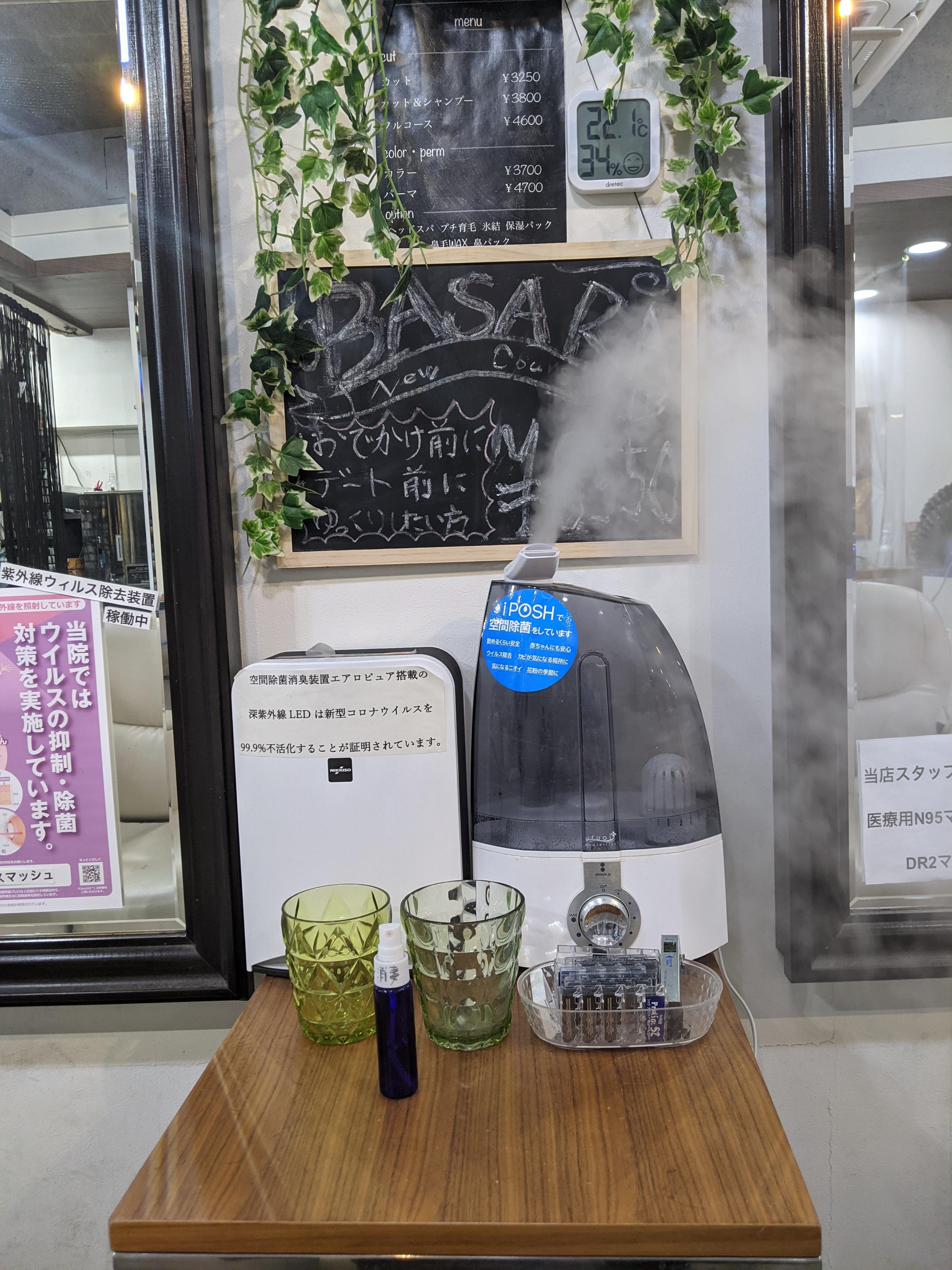 次亜塩素酸水を空間噴霧し湿度と落下菌をコントロールしています。WHOの空間噴霧についてのガイダンスも近々、変更されるでしょう!店内6台設置。