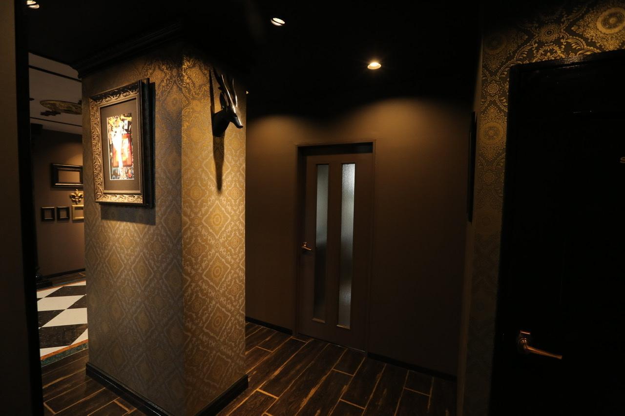 二階は一階とガラリと雰囲気の変わったシックなテイスト