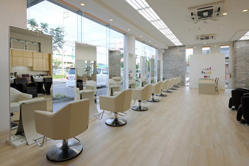 美容師 (①美容専門学校新卒)
