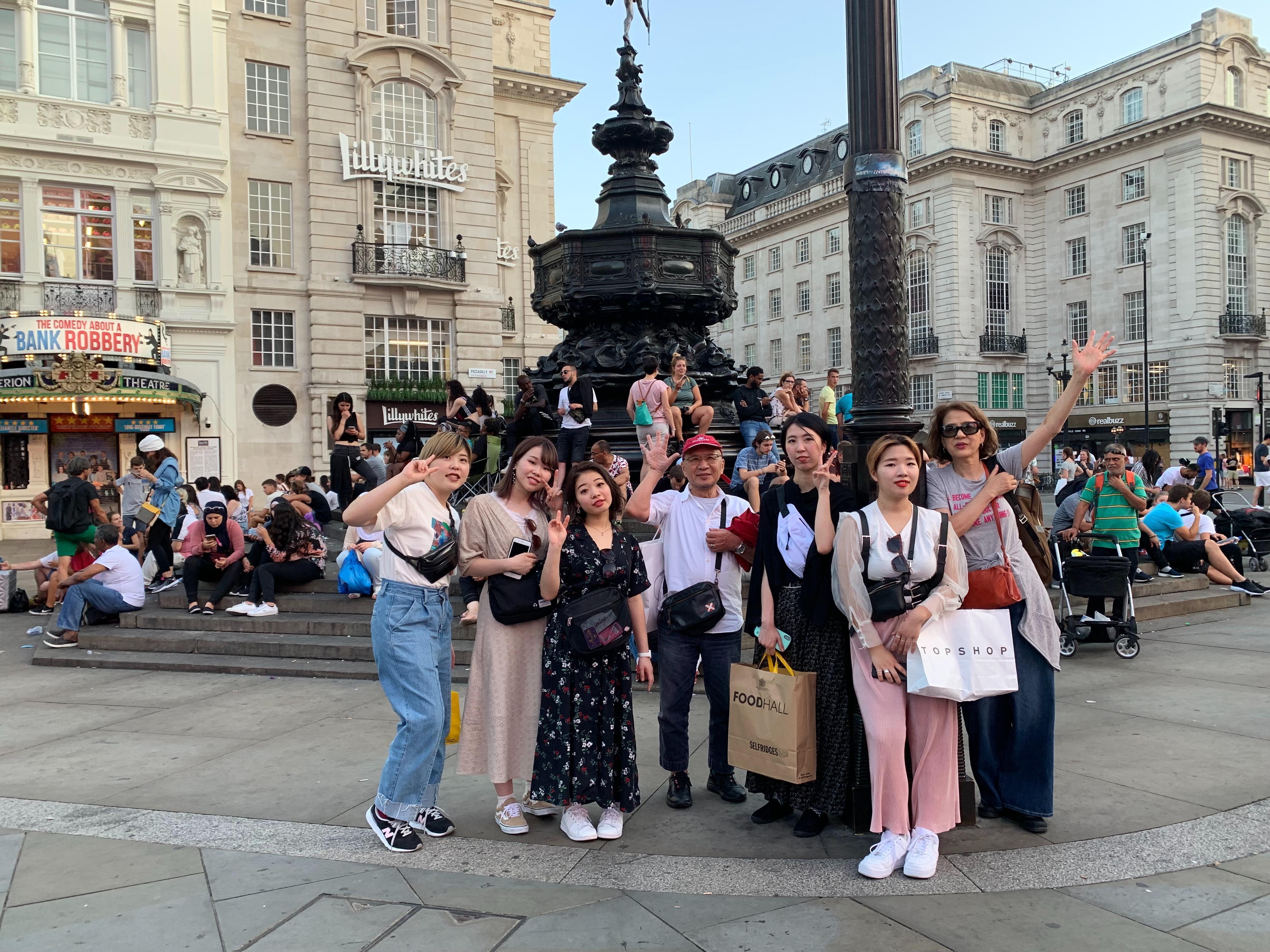 ロンドンのヴィダルサスーンへ海外研修を行っています