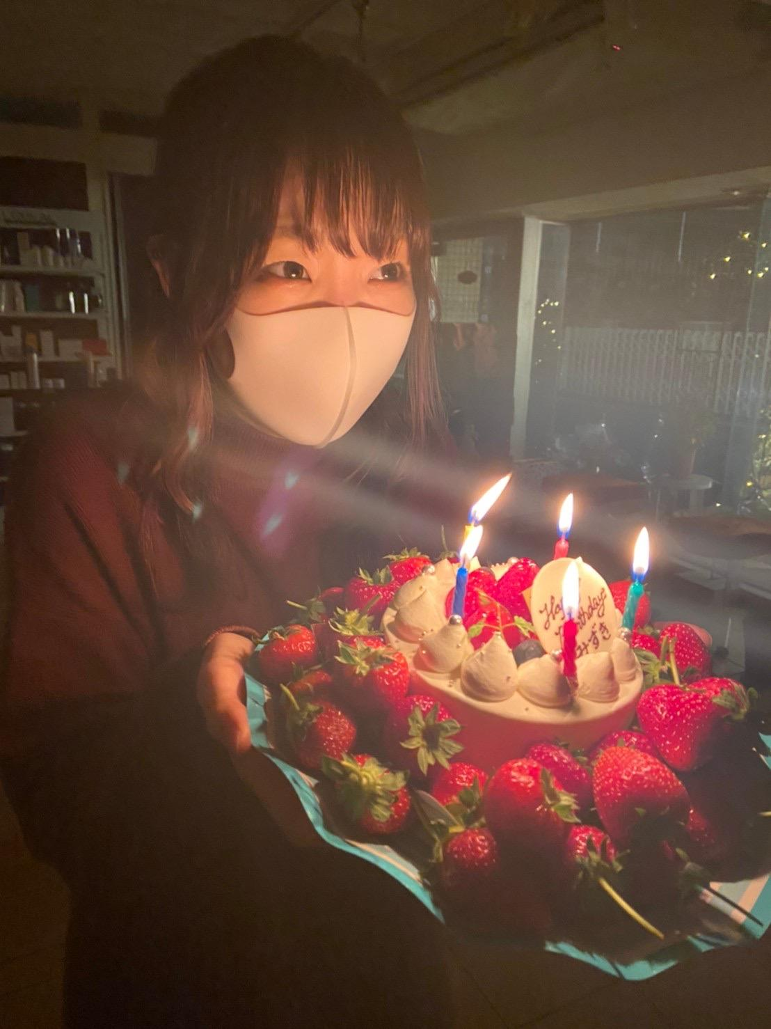 全員の誕生日にはケーキでお祝い